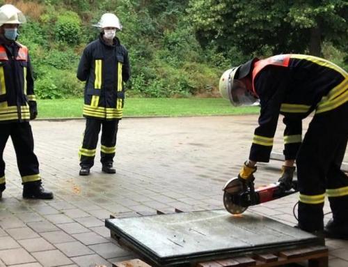 Die Feuerwehr übt in kleinen Gruppen